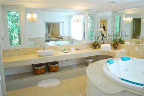 bathroom property swimming pool sink home Suite mansion cottage condominium tub Bath bathtub dining table