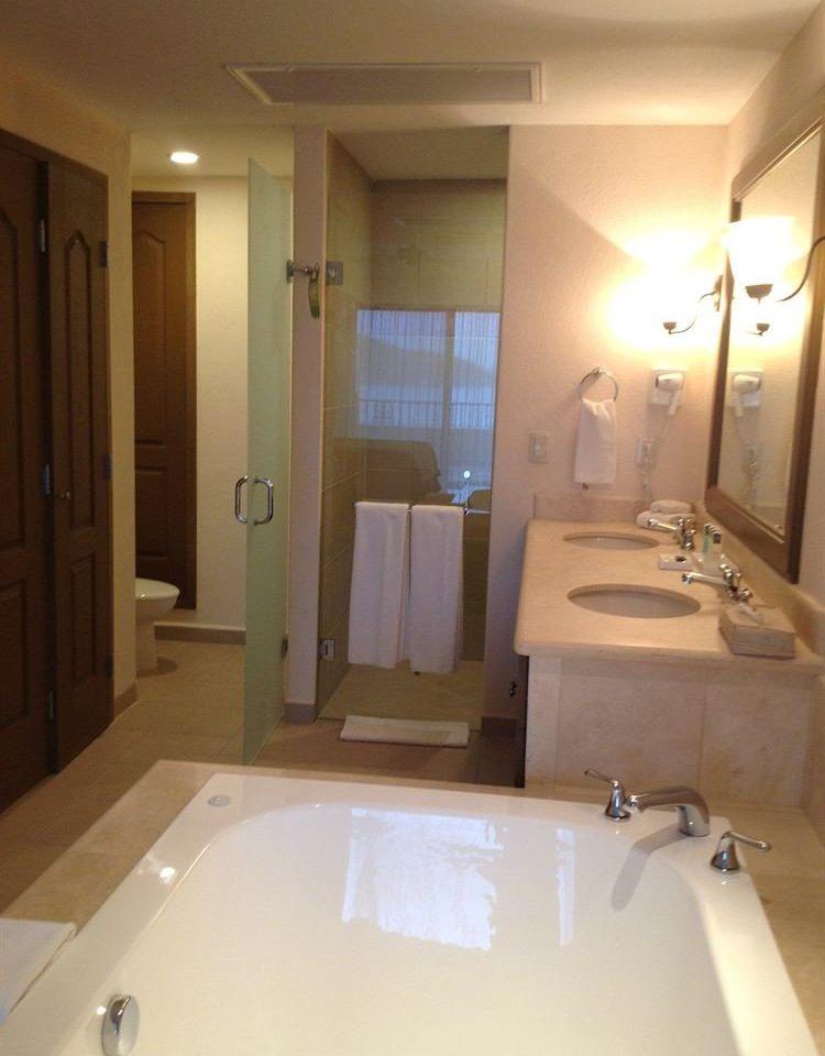 bathroom mirror sink property toilet bathtub plumbing fixture swimming pool home Suite flooring tub Bath