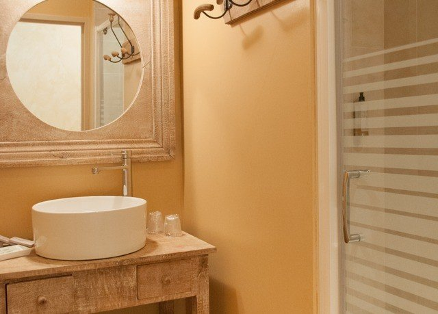 bathroom mirror toilet property sink plumbing fixture Suite flooring bathtub Bath