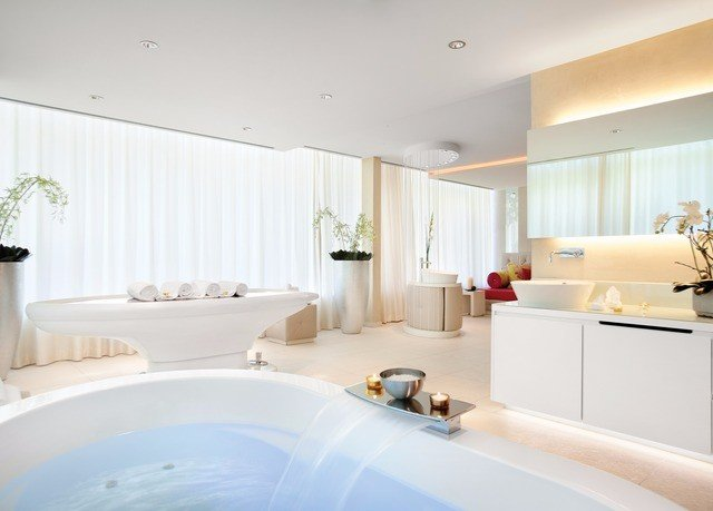 property bathroom bathtub white sink Suite home swimming pool tub Bath