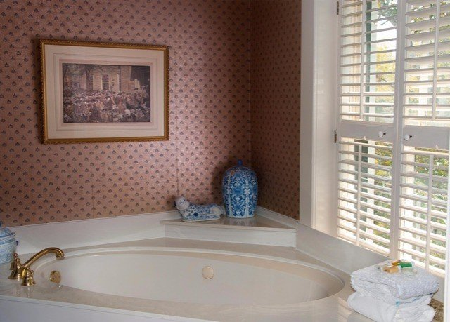 bathroom property tub sink swimming pool bathtub home Bath jacuzzi living room cottage Suite flooring tiled