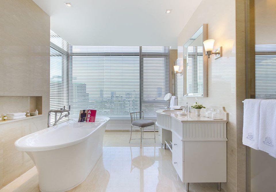 bathroom property Suite tub Bath bathtub