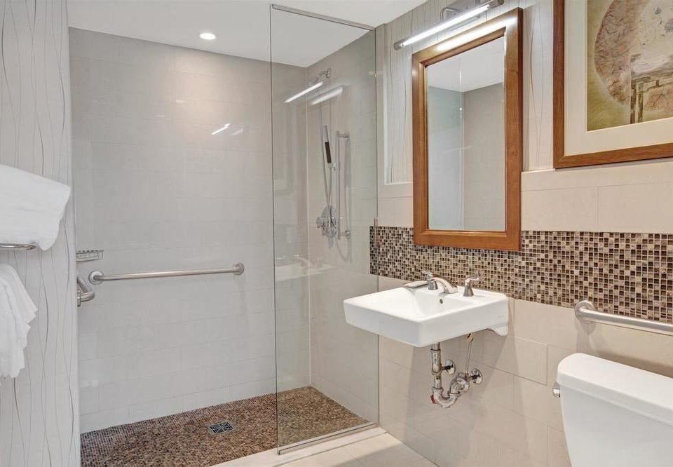 bathroom sink mirror property toilet home cottage plumbing fixture Suite tub tiled bathtub tile Bath