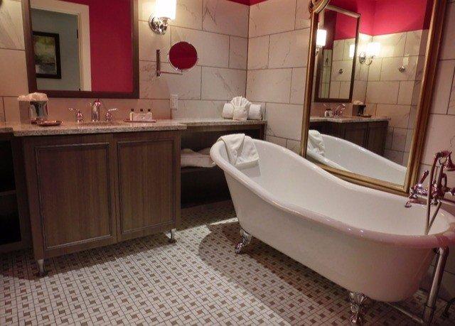 bathroom property tub Suite cottage bathtub vessel Bath tile tiled