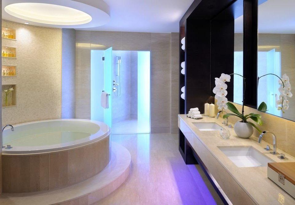 bathroom mirror sink swimming pool property bathtub tub counter Suite plumbing fixture condominium jacuzzi Bath