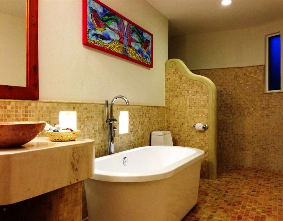 bathroom property sink swimming pool home Suite cottage tub Bath bathtub