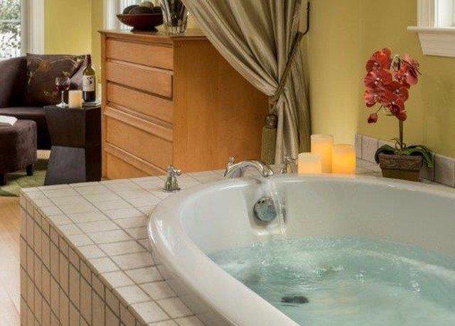 vessel bathroom property swimming pool sink jacuzzi bathtub tub Suite Bath