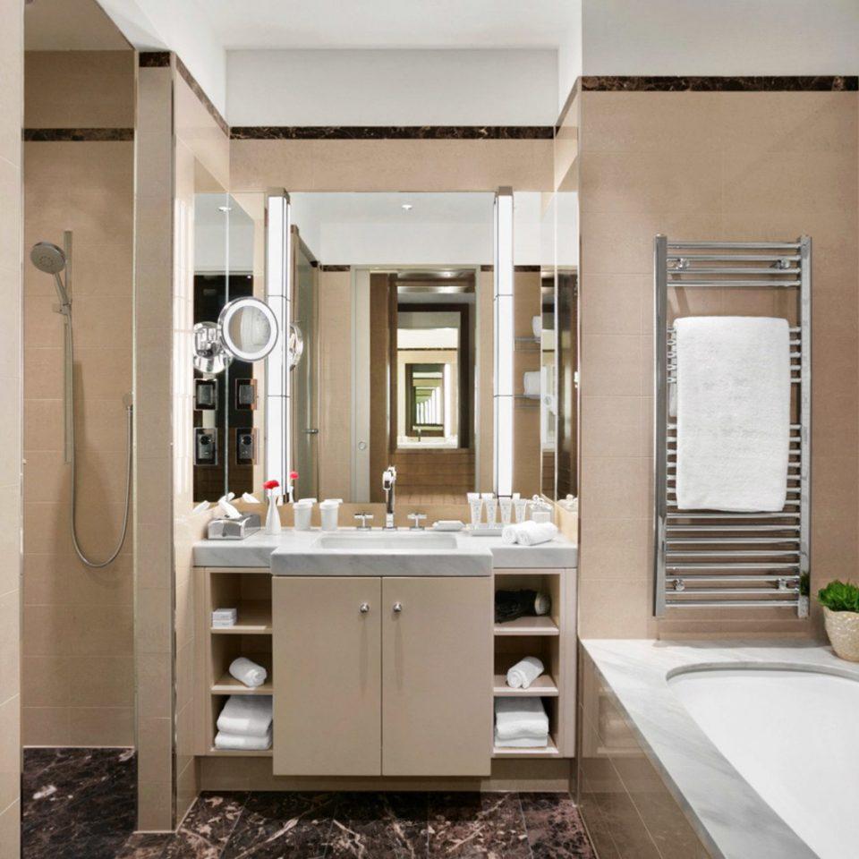 bathroom property home sink cottage Suite flooring Bath tub bathtub