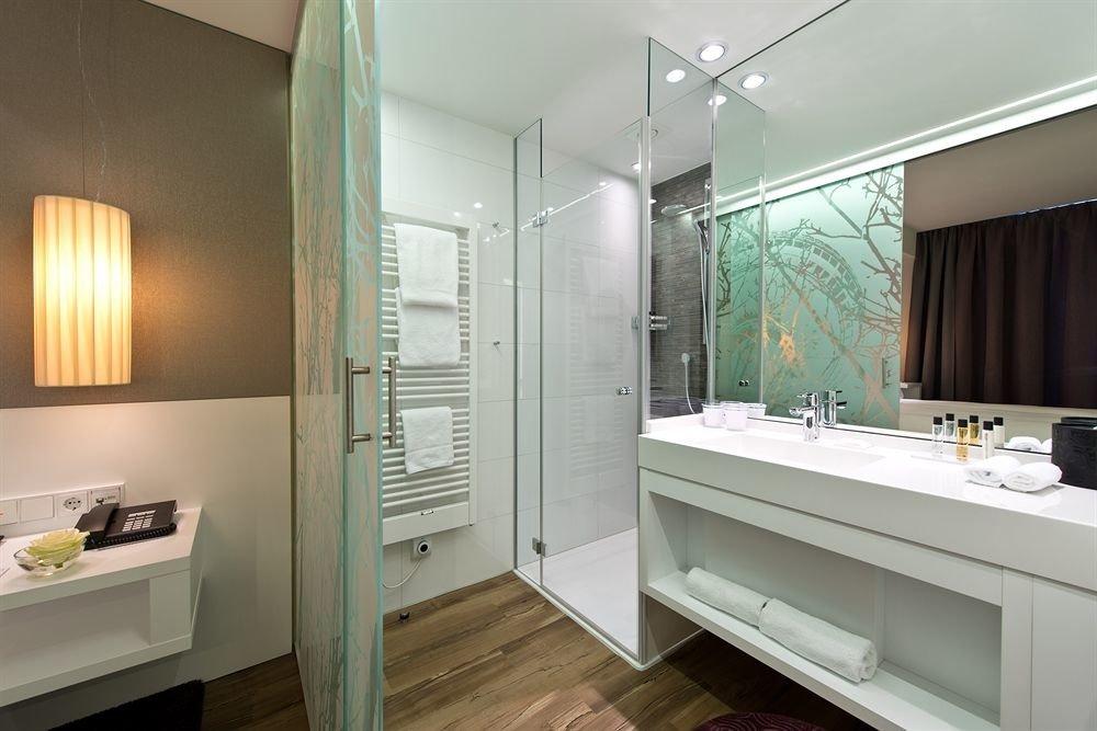 bathroom mirror property sink home Suite condominium tub bathtub Bath