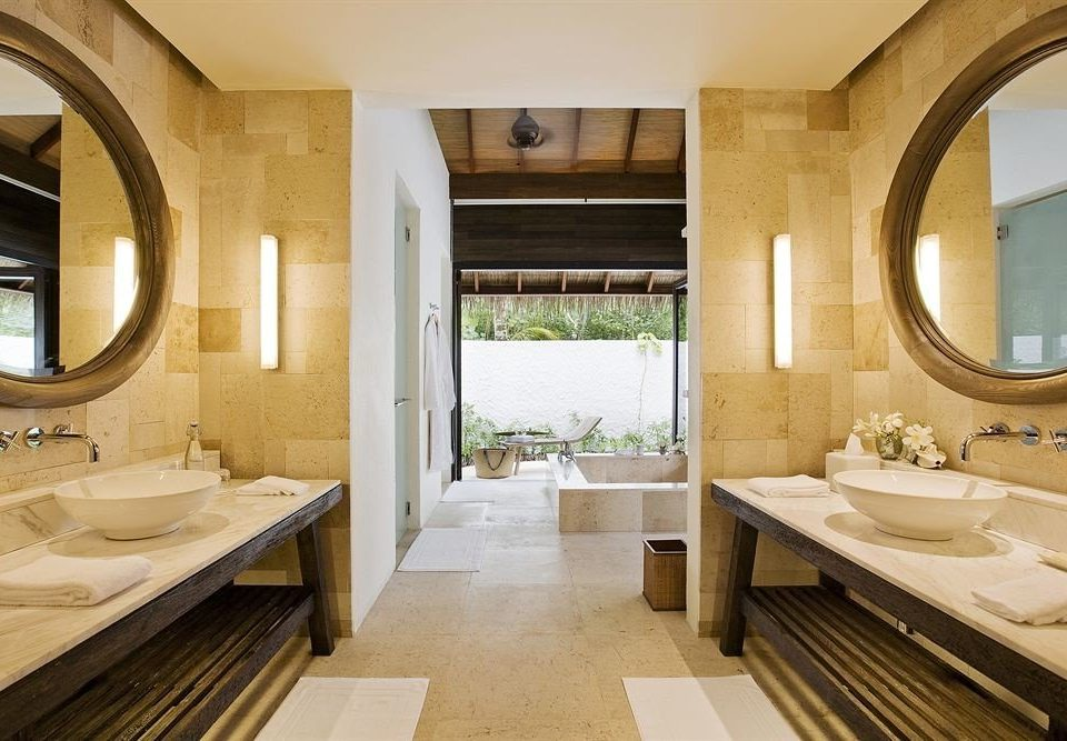 bathroom sink mirror property home Suite mansion cottage tub Bath bathtub