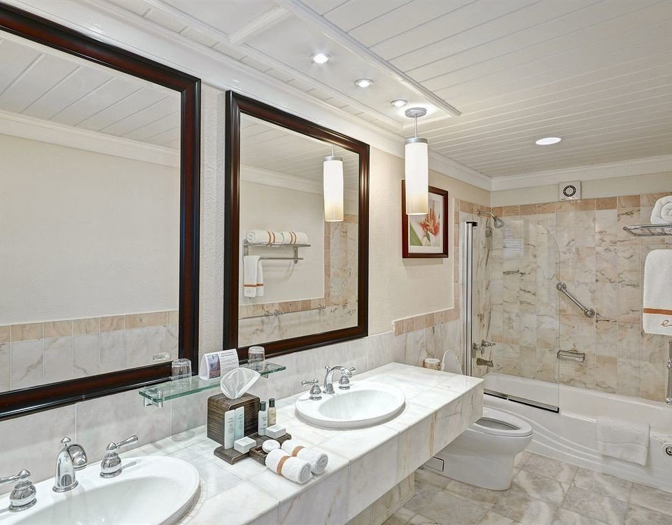 bathroom sink property mirror toilet home Suite flooring cottage tub tile bathtub Bath