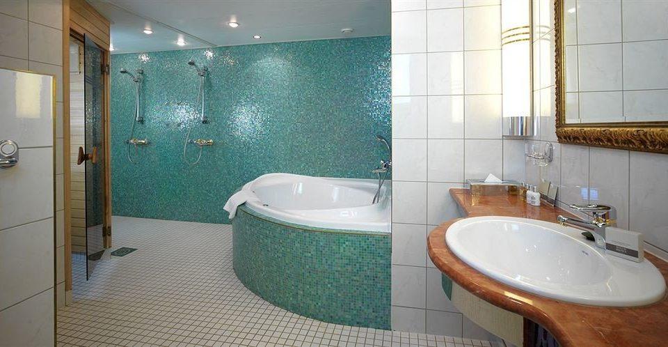bathroom toilet property green sink swimming pool tub bathtub Suite flooring jacuzzi tiled tile Bath tan