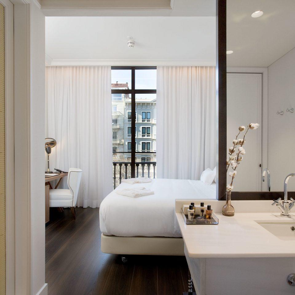 bathroom mirror property sink white home flooring bathtub condominium plumbing fixture Suite tub Bath