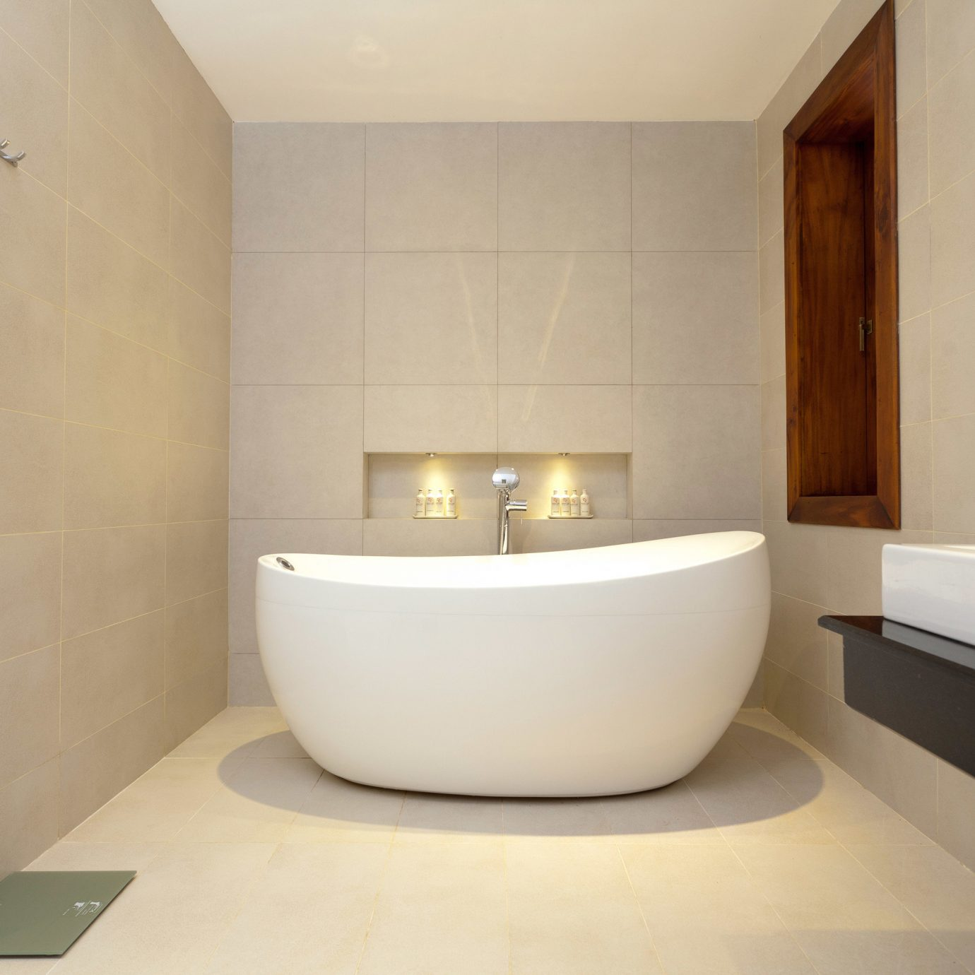property bathtub bathroom plumbing fixture bidet Suite swimming pool flooring jacuzzi tub Bath tan