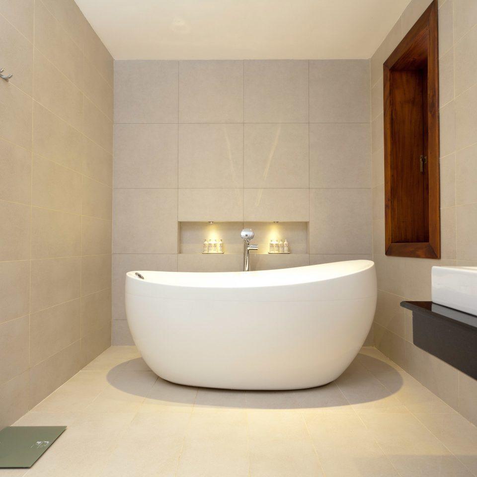 property bathtub bathroom plumbing fixture bidet Suite swimming pool flooring jacuzzi tub Bath tan