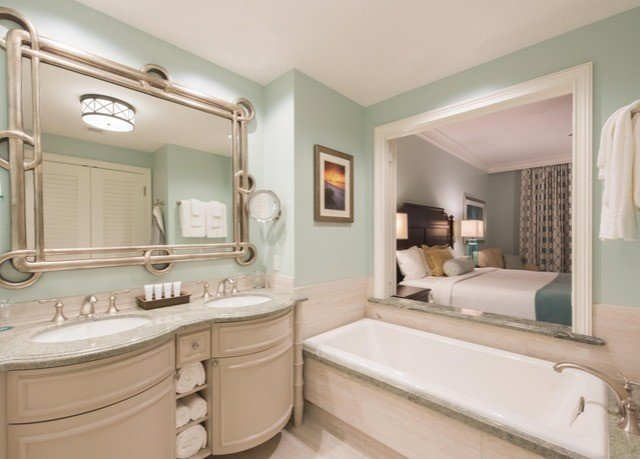 bathroom property sink home Suite tub cottage toilet living room bathtub Bath