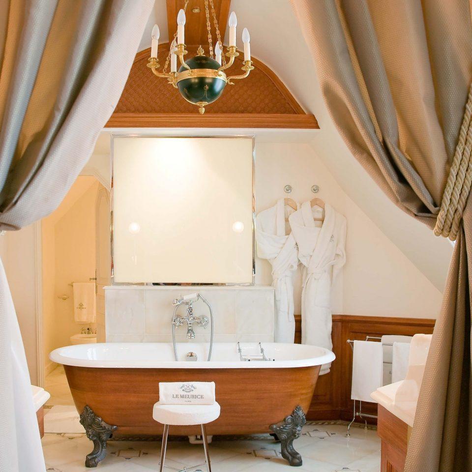 property curtain bathroom Suite home cottage living room tub bathtub Bath