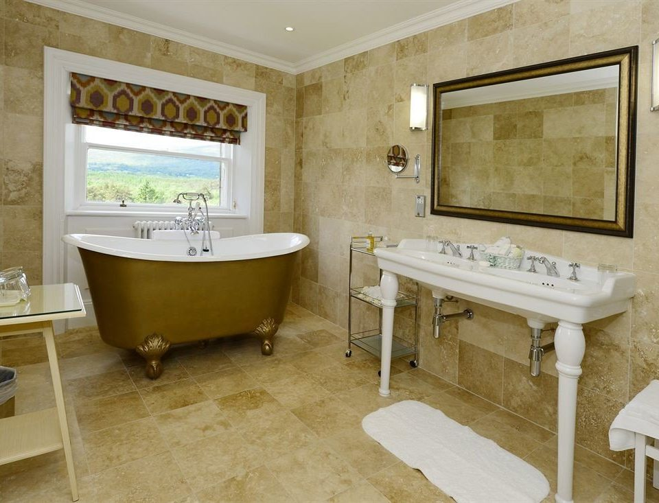 bathroom property home Suite bathtub cottage sink tub Bath