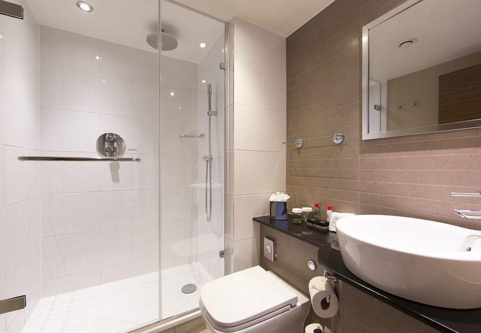 bathroom sink mirror property vessel bathtub plumbing fixture Suite bidet flooring toilet tile Bath tiled tub water basin