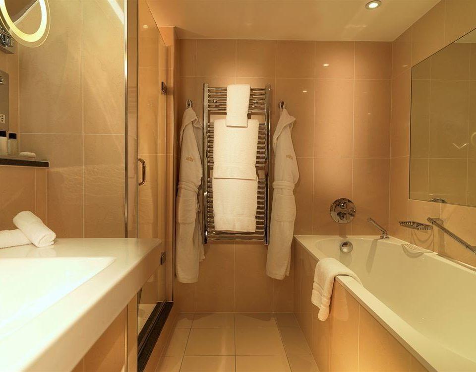 bathroom toilet property sink white plumbing fixture Suite home tub bathtub Bath