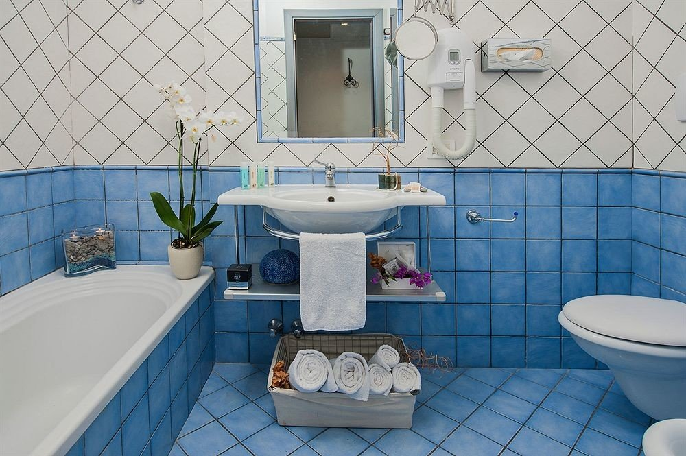 bathroom swimming pool property sink blue bathtub jacuzzi bidet Suite plumbing fixture tub toilet tiled tile Bath