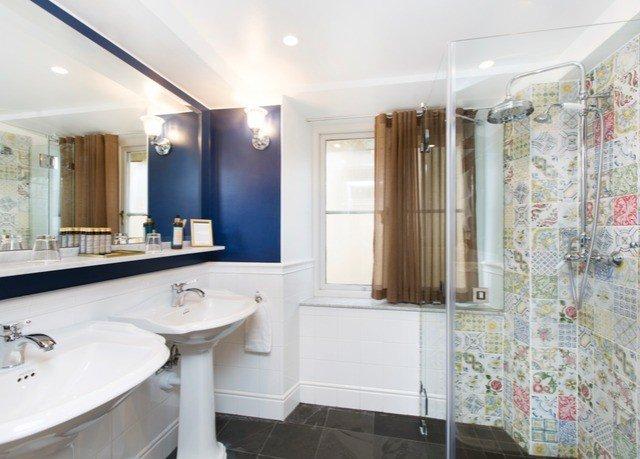 bathroom property sink home Suite tub Bath tile bathtub tiled