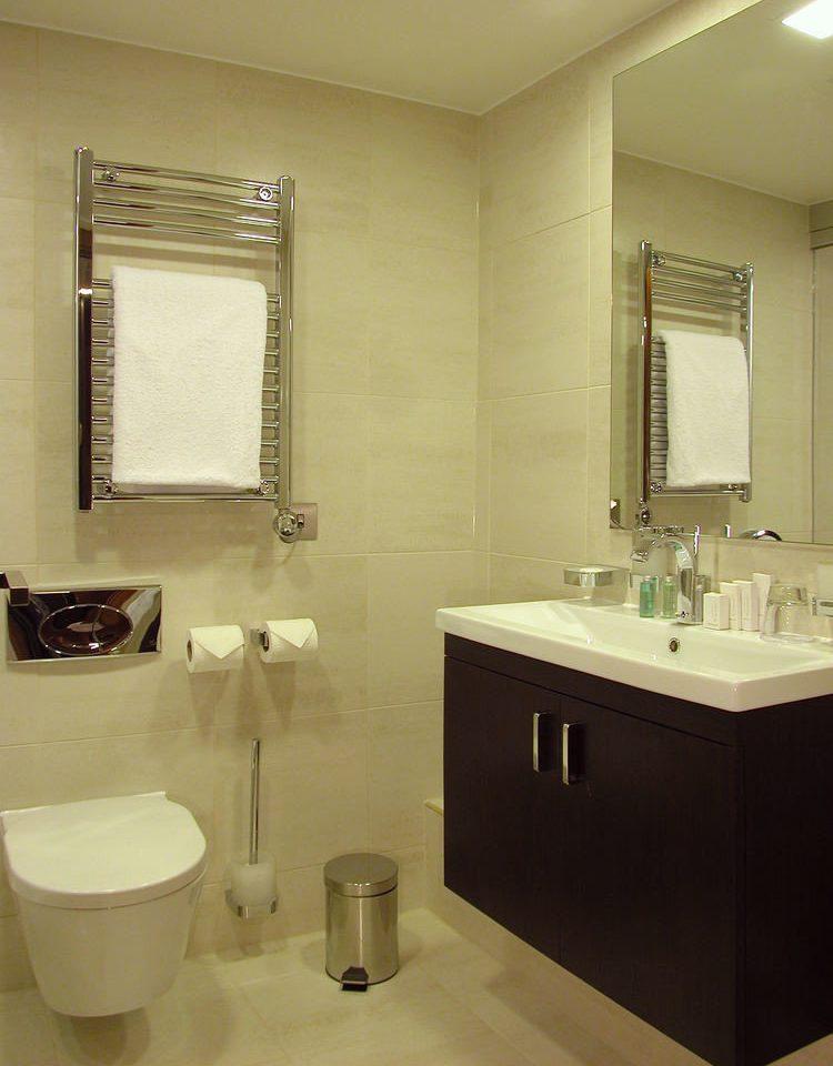 bathroom sink mirror property toilet plumbing fixture home bidet Suite Bath
