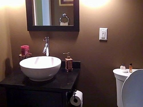 bathroom toilet sink property mirror bidet plumbing fixture Suite Bath