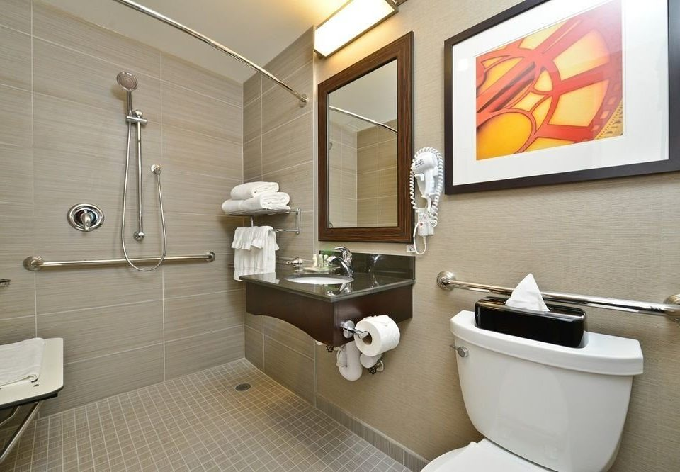 bathroom property toilet sink Suite plumbing fixture bidet Bath