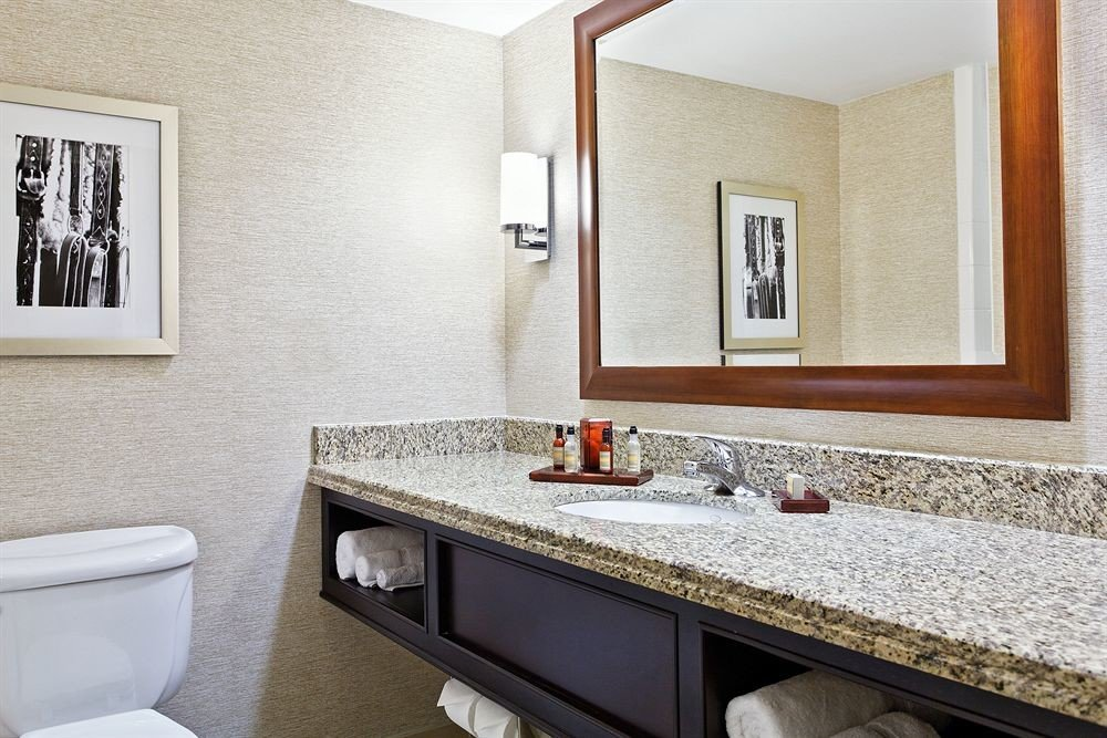 Book louisville ky hotels jetsetter for Bathroom mirrors louisville ky
