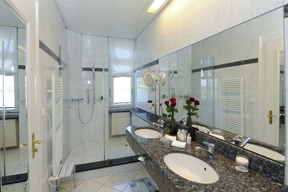 bathroom property sink mirror condominium toilet home mansion cottage Suite tile tiled Bath