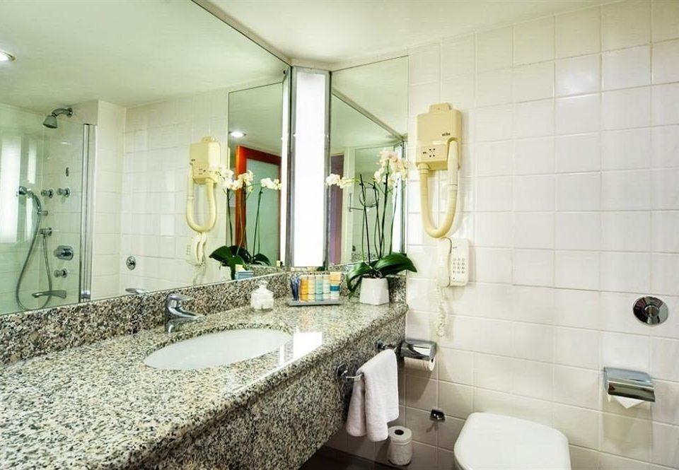 bathroom sink property home flooring toilet Suite cottage tile Bath tiled