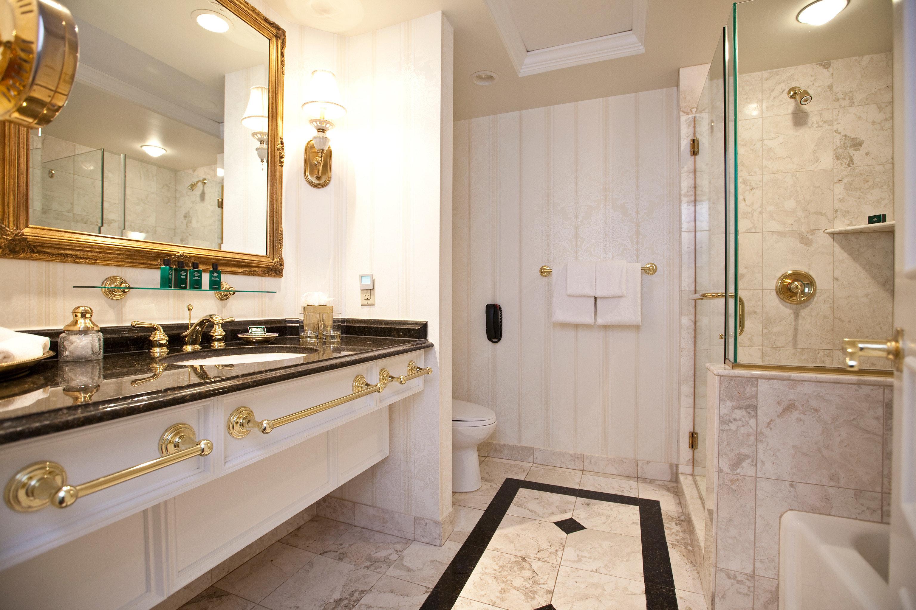 bathroom property sink Suite home counter cottage mansion tub Bath