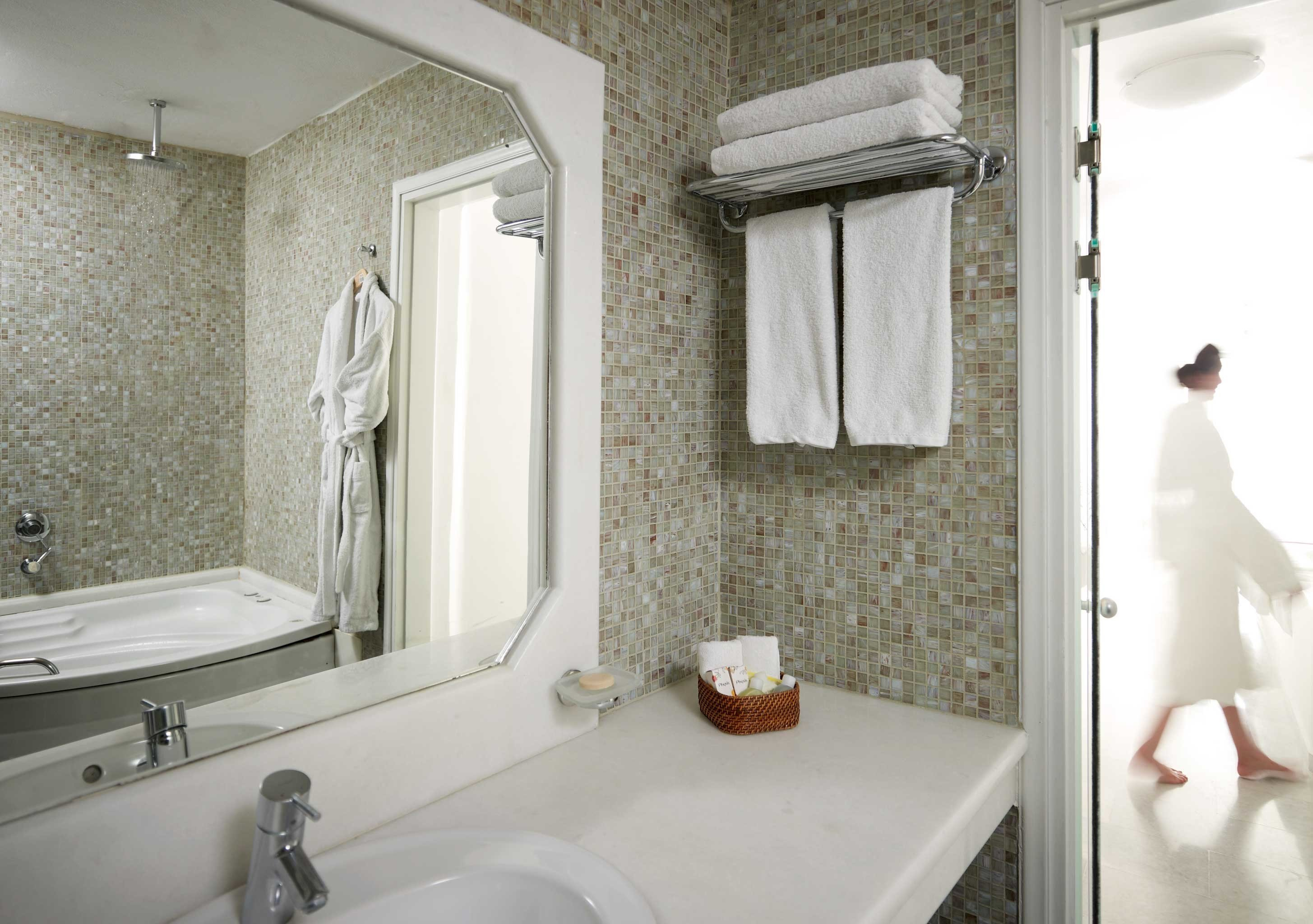 bathroom sink property mirror toilet home white cottage Suite plumbing fixture Bath