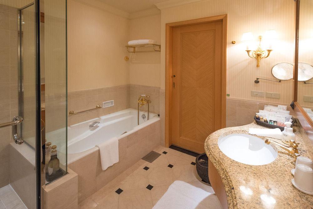 bathroom property sink home Suite cottage plumbing fixture Bath