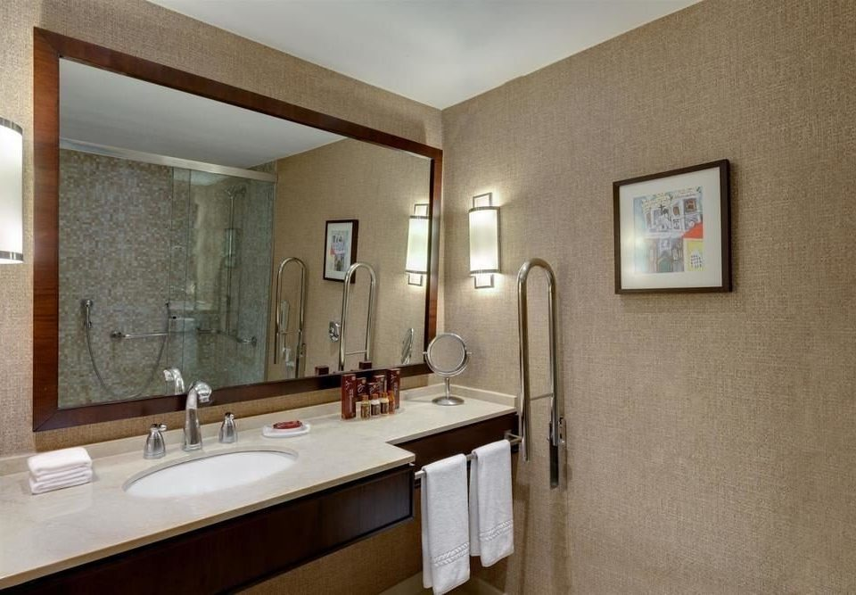 bathroom sink property mirror home Suite cottage Bath tub