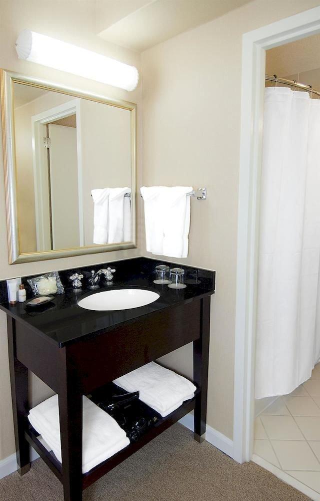 bathroom mirror property sink toilet home cottage Suite tub Bath