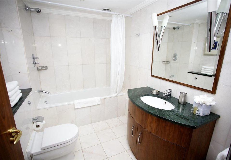 bathroom toilet property sink cottage home Suite tile Bath tiled
