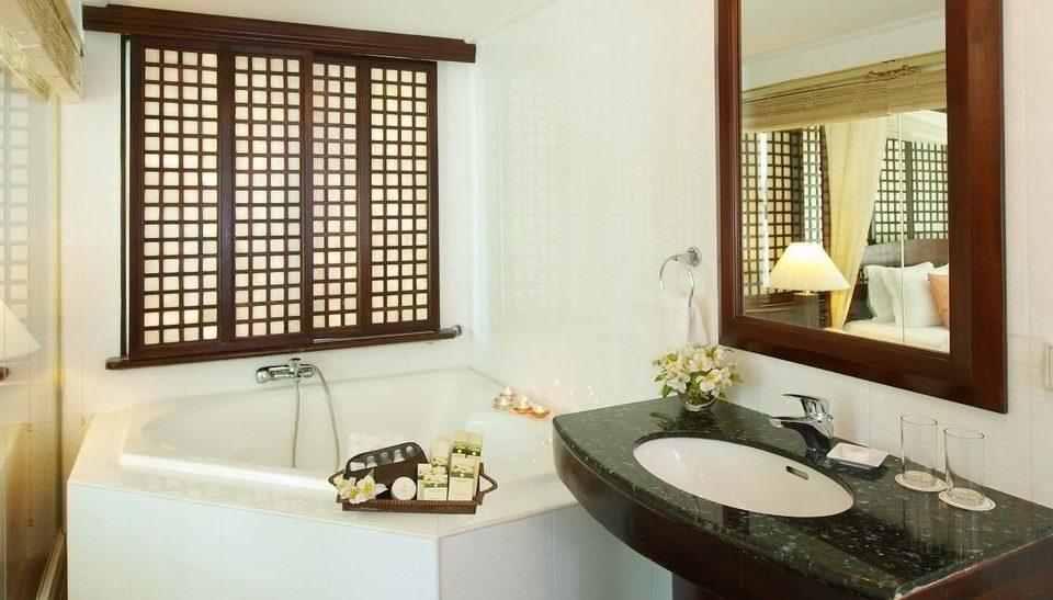 bathroom sink property home Suite cottage tub Bath