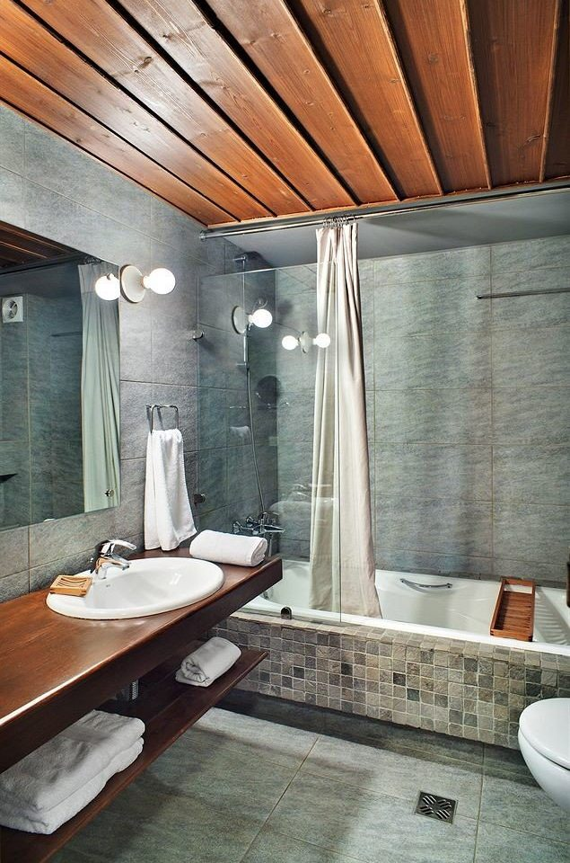 bathroom sink property house swimming pool home daylighting flooring Suite cottage tub stone Bath tiled