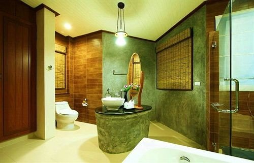 bathroom sink property Suite green swimming pool home cottage Bath tub tile
