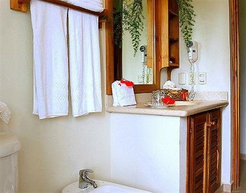 bathroom property house home toilet sink Suite cottage curtain window treatment Bath