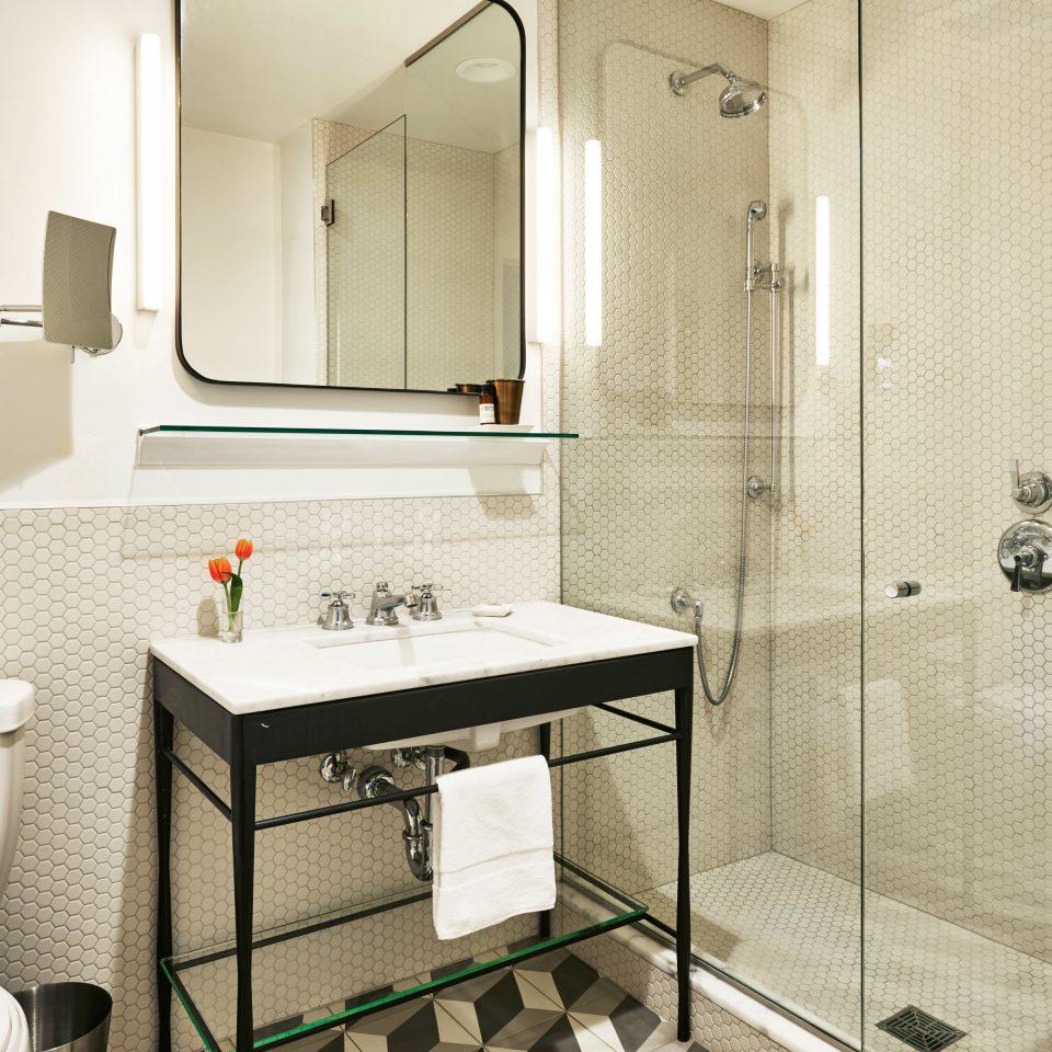 Bath bathroom property toilet Suite cottage plumbing fixture rack