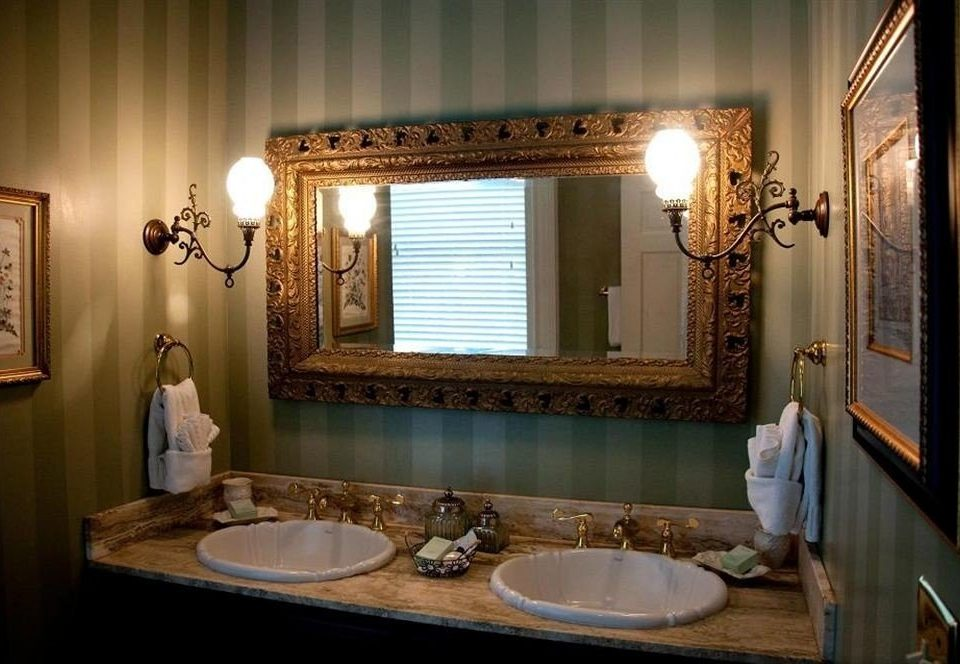bathroom sink mirror property home counter Suite vanity mansion light Bath
