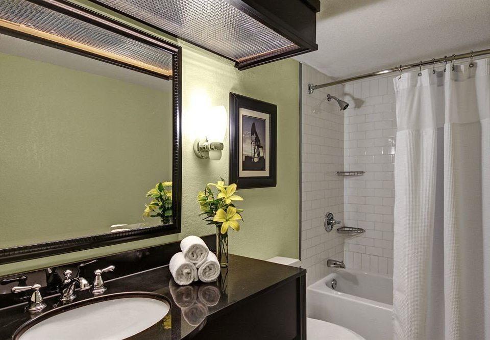 bathroom sink mirror property home Suite toilet Bath