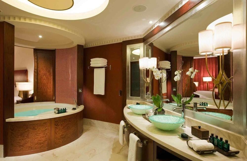bathroom sink property Suite home swimming pool mansion tub Bath