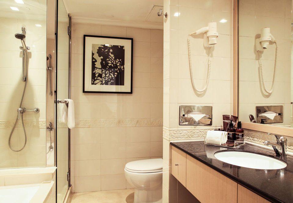 bathroom sink mirror property home plumbing fixture toilet Suite Bath