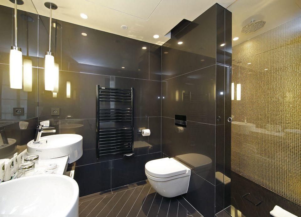 bathroom property Suite lighting Bath