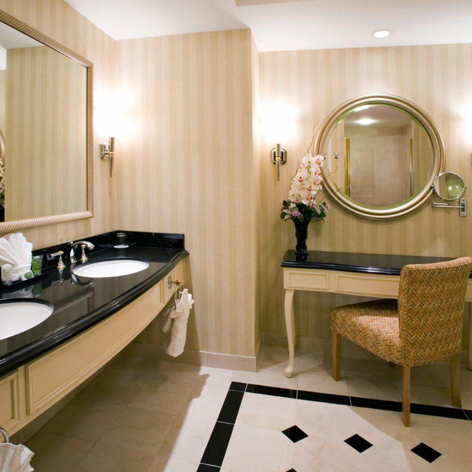 bathroom property Suite sink tub Bath
