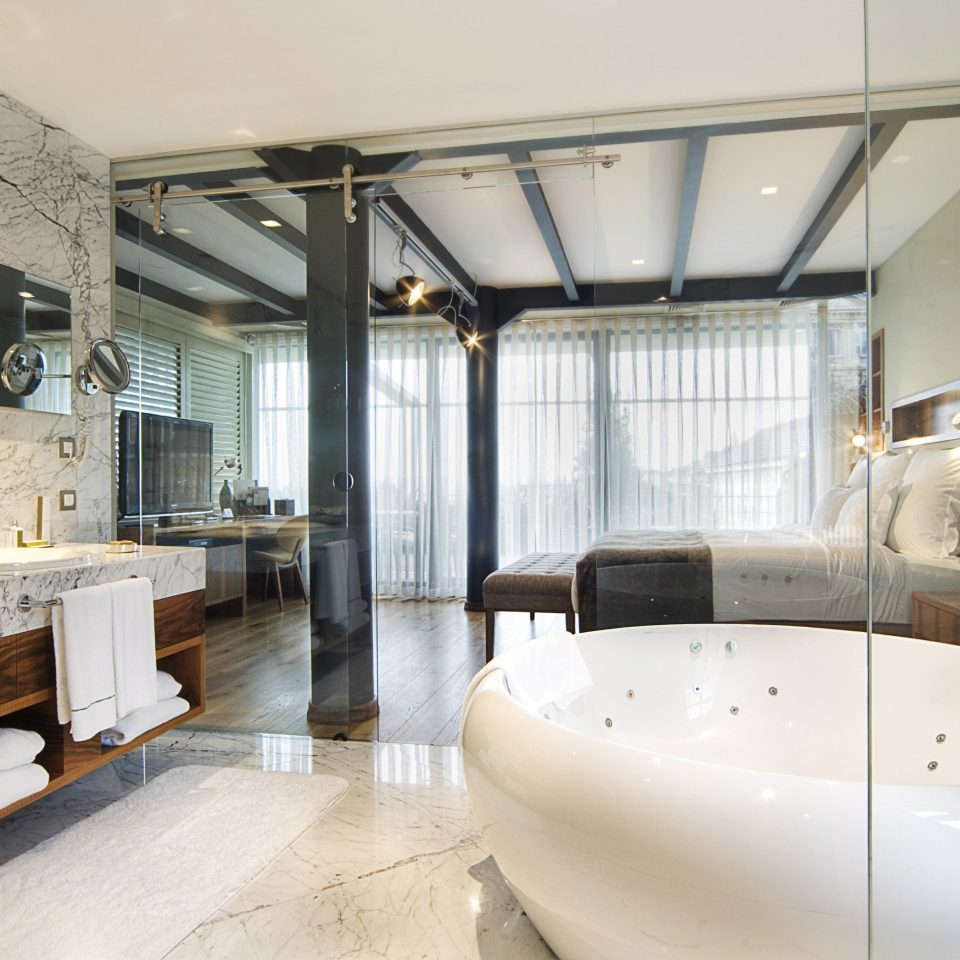 property home living room Suite condominium vehicle toilet mansion loft tub Bath bathtub tiled